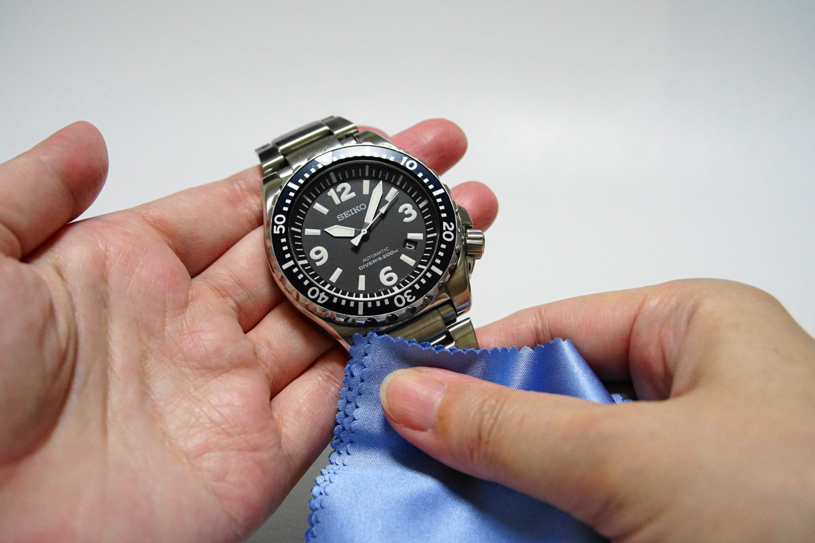 d408f4da93 知っていました?腕時計を拭くだけでトラブルを防げます! | watch-mix